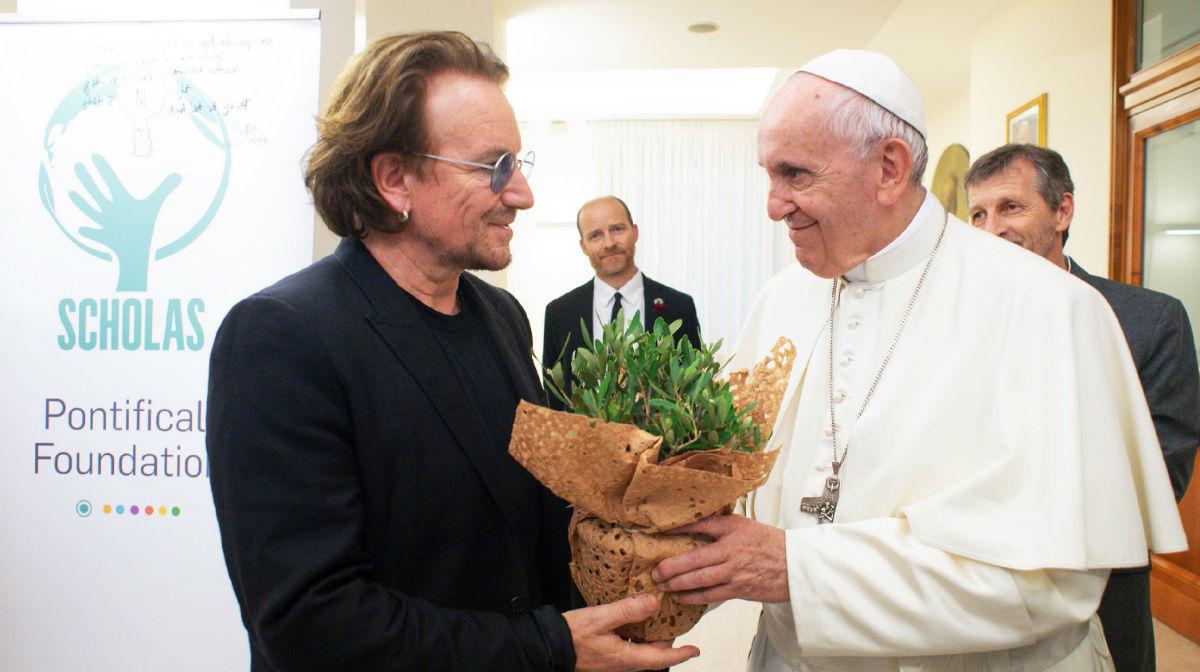 Bono al Papa: 'Hay la impresión de que los abusadores han sido más protegidos que las víctimas'