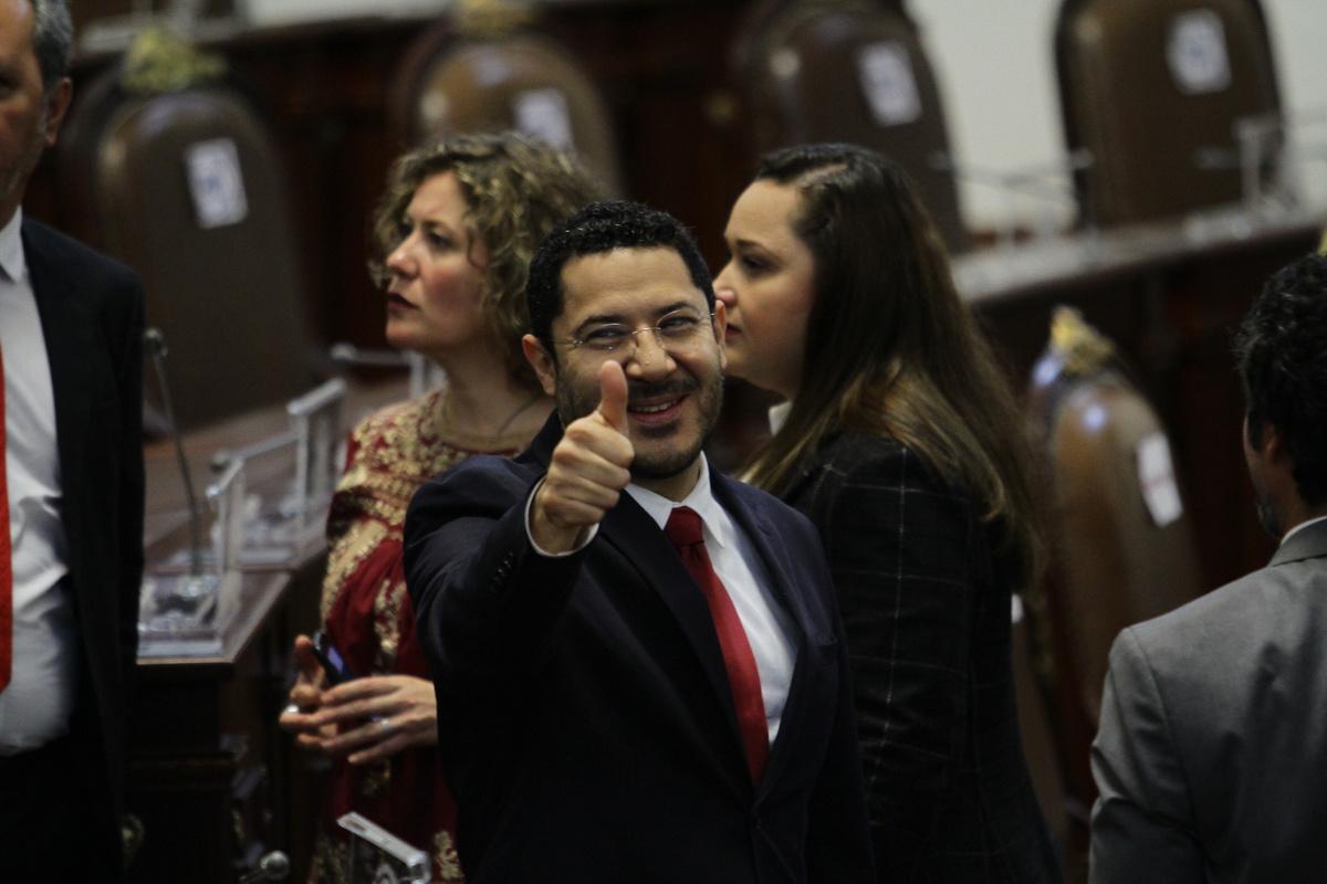 Tuit morenista del Senado causa molestia y Batres promete corregir