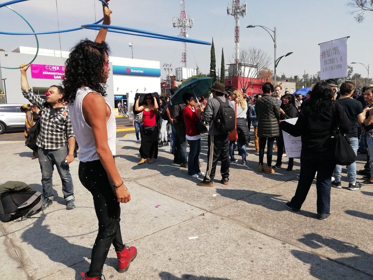 Comunidad artística protesta en San Lázaro por recorte a cultura