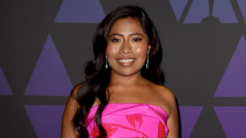 A VER, VOTEN 🗣 ¿Cuál es el look más espectacular de Yalitza Aparicio?